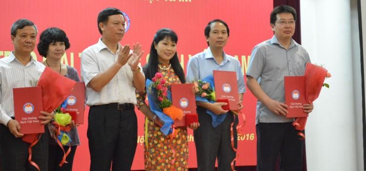 Từ điển bách khoa Britannica nhận giải bạc Sách hay, giải vàng Sách đẹp Giải thưởng Sách Việt Nam năm 2015